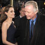 Анджелина Джоли запрещает своему отцу общаться с внуками
