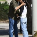 Мила Кунис и Эштон Катчер романтично целуются на улицах