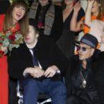 Джонни Депп сыграл на гитаре на свадьбе