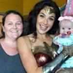 Звезда Чудо-женщины посетила детскую больницу